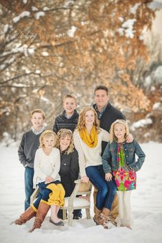 40 new ideas for photography poses family winter snow photography 516225176039767014 Large Family Portraits, Large Family Poses, Family Portrait Poses, Family Picture Poses, Family Posing, Large Families, Poses For Family Pictures, Beach Portraits, Portrait Ideas
