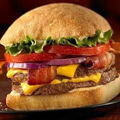 Discover how to order the Ciabatta Bacon Cheeseburger from the Jack in the Box Secret Menu here! You will learn the sercret recipe and other secret hacks. Burger And Fries, Good Burger, Menu Restaurant, Restaurant Recipes, Hot Dogs, Secret Menu Items, Snack Recipes, Cooking Recipes, Dinner Recipes