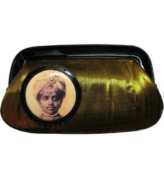 Clutch: Bhupinder Clutch. funky-indian-fashion