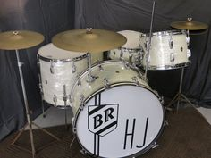 Buddy Rich's 1950s Tommy Dorsey Harry James WFL Super Classic Set with Zildjian | eBay Drums Studio, Zildjian Cymbals, Tommy Dorsey, Drum Shop, Ludwig Drums, Drums Art, Vintage Drums, Music Beats, Harry James