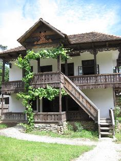Traditional old Romanian house Village House Design, Village Houses, Bulgaria, Moomin House, Visit Romania, Model House Plan, Bucharest Romania, Country Lifestyle, Vernacular Architecture