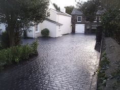 Landscape Gardening Northern Ireland many Landscape Gardening Preston opposite Landscape Gardening Courses Nz their Landscape Gardening Training down Landscape Gardening Jobs Suffolk Cobbled Driveway, Cobblestone Driveway, Driveway Paving, Driveway Design, Driveway Entrance, Driveway Landscaping, Modern Landscaping, Patio Design, Driveway Ideas