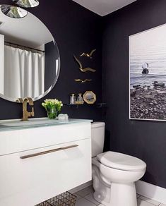 Dark wall drama happening here.  Vero collection featured.  Photo and design via @jo_alcorn