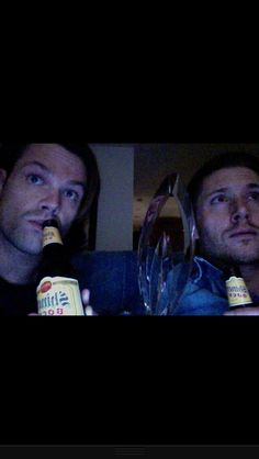 """JP & JA live tweeting episode 909 I love how they just """"happened"""" to catch the award in the photo lol"""