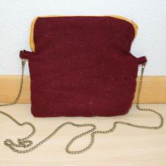 #mala #feixo #personalizar #bag #zipper #personalized #bordeaux #mustard Bordeaux, Handmade, Crafts, Instagram, Fashion, Moda, Hand Made, Manualidades, Fashion Styles