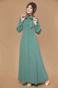 Baju simpel dengan dipermanis hiasan pita dan kancing. Abaya Fashion, Muslim Fashion, Modest Fashion, Fashion Dresses, Muslim Dress, Hijab Dress, Hijab Outfit, Abaya Mode, Modele Hijab