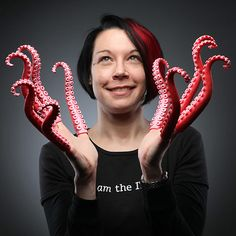 Tentacle Fingers: creep out your friends why don't you - Ha! What a great thing to wear for a dress up party!