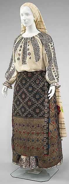 Romanian ensemble via The Costume Institute of the Metropolitan Museum of Art Folk Fashion, 1800s Fashion, Vintage Fashion, Traditional Fashion, Traditional Dresses, Historical Costume, Historical Clothing, Peasant Clothing, Folk Embroidery