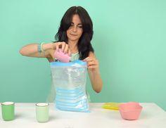 Ze+schudt+een+plastic+zak+voor+5+minuten+en+maakt+heerlijk+sorbet+ijs+!+Ik+MOET+dit+ook+proberen!