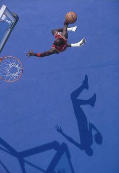 Pills Mix: Michael Jordan - Data y Fotos Basketball Art, Basketball Pictures, Basketball Legends, Auburn Basketball, College Basketball, Michael Jordan Pictures, Michael Jordan Photos, Slam Dunk, Nike Poster