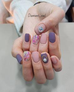#네일 #퍼플 #오묘한 #매트 #자개 #호일 #도형 #파츠 #스퀘어쉐입 by 디아망 네일 - 네일하기 전에, 젤라또 Shellac Designs, Nail Art Designs, Korea Nail Art, Japan Nail Art, Asian Nails, Natural Nail Art, Lilac Nails, Japanese Nails, Luxury Nails