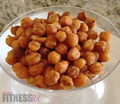 You may be familiar with the chickpea (aka garbanzo bean) in hummus or on top of a cold salad, but have you ever heard of roasted chickpeas? Chickpeas can be eaten in various forms: warm, cold, pureed or even as a crunchy snack! Roasted chickpeas have. Healthy Cooking, Healthy Snacks, Healthy Recipes, Healthy Eats, Protein Recipes, Keto Recipes, Clean Recipes, Dog Food Recipes, Snack Recipes