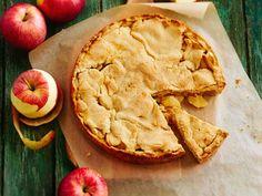Mantelinen murotaikina kätkee sisälleen reilusti omenia. Kotimaisia omppuja ei tarvitse kuoria.