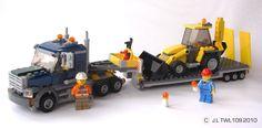 Le camion de transport et sa pelleteuse