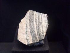 Gránit: Főként kvarc alkotja ezért a képlete: SiO2