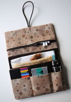 Indispensable accessory: hanging sewing tobacco pouch as a gift / gift idea for . - Indispensable accessory: sewn tobacco pouch as a gift / gift idea for him: tobacco case by Fadenart - Magic Bag, Diy Wallet, Diy Presents, Craft Bags, Purse Organization, Boho Diy, Knitted Blankets, Leather Design, Small Bags