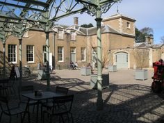 Our courtyard cafe allows to you enjoy your food and drinks outside in the sun. Click the picture to see our opening times. #HolkhamHall #DayOutInNorfolk #NorthNorfolk #Norfolk #FoodInNorfolk #CourtyardCafe #AfternoonTea #FamilyDayOut