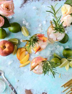 fresh peach gin and tonic I howsweeteats.com