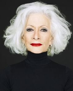 Silver hair, smokey eyes love it, simple and strong CLICK DA PIC TO SHOP Love our posts? Saturday Pictorial by ❤️ Makeup Addiction Brushes used for th. Hairstyles Over 50, Older Women Hairstyles, Hairstyles Haircuts, Grey Haircuts, Short Haircuts, Grey Hair Over 50, Long Gray Hair, Curly Gray Hair, Short White Hair