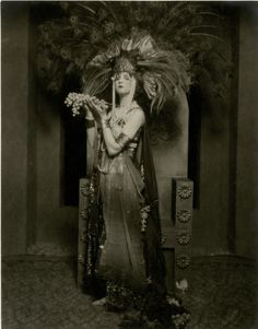 VINTAGE 1920s LARGE FORMAT WILD JAZZ AGE COSTUME PHOTOGRAPH RISQUE BETTY BLYTHE
