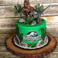 Cake with carrot and ham - Clean Eating Snacks Boys First Birthday Cake, Dinosaur Birthday Cakes, Park Birthday, Dinosaur Cake, Dinosaur Party, 6th Birthday Parties, Jurassic World Cake, Jurassic Park Party, Bolo Dino