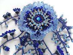 青いお花のボリュームビーズコサージュ