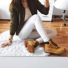 """Timberland: the """"Original Yellow Boot"""" has long been a popular American icon, the classic look has been copied by many, but never really duplicated. Outfits Con Botas Timberland, Mode Timberland, Timberland Boots Women, Timberlands Women, Tims Outfits, Casual Outfits, Cute Outfits, Spring Outfits Women, Winter Fashion Outfits"""