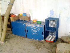 http://teachertomsblog.blogspot.com/2010/08/our-mud-pie-kitchen.html