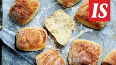 Kaipaatko täydellistä gluteenittomien sämpylöiden reseptiä? Tämä ohje on vastaus kaipaukseesi. Raw Food Recipes, Bread Recipes, Baking Recipes, Gluten Free Treats, Gluten Free Baking, Raw Desserts, Sweet Desserts, Savoury Baking, Bread Baking
