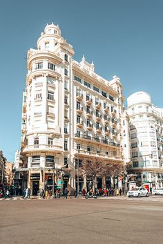 Read this Valencia travel guide to find out why Valencia is the perfect Spanish city break you need to put on your bucket list. Valencia City, Valencia Spain, Spain Travel, Mexico Travel, Usa Travel, Italy Travel, Places To Travel, Places To Visit, Beach Trip