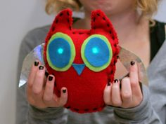 LilyPad - Wearable electronics - Project created by middle school student in a workshop taught by Kanjun Qiu. Smart Textiles, E Textiles, Wet Felting, Needle Felting, Sewing Tutorials, Sewing Projects, Fair Projects, Sewing Patterns, Stem For Kids