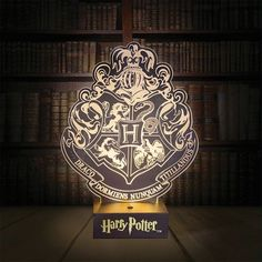 Shine a little magic on your desk or mantle piece with this stunning Harry Potter Hogwarts Crest Light. A beautiful LED light inspired by the iconic crest of Hogwarts School of Witchcraft and Wizardry, the light features the symbols of all four Harry Potter Crest, Harry Potter Girl, Theme Harry Potter, Harry Potter Hogwarts, Harry Potter Memorabilia, Hogwarts Crest, Slytherin, Mantle Piece, Fancy