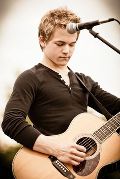 Hunter Hayes :) oh he's so adorable :) <3