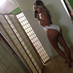 Kim Kardashian Flaunts Post Baby Body in Skimpy Swimsuit! Kim Kardashian has been working hard at getting back into shape after giving birth a few months ago and now she is showing off her great post baby body in a sexy… Celebrity Selfies, Celebrity Bodies, Celebrity Photos, Celebrity News, Celebrity Crush, Celebrity Bikini, Celebrity Women, Hottest Photos, Flat Tummy
