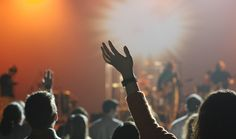 If you are a worship pastor, a music director, or simply a brave volunteer, creating a set list for a worship service or gathering can be intimidating. To help you out, we put together 5 Karaoke Party, Jason Mraz, Worship Leader, Worship Service, Daddy Yankee, Jimi Hendrix, Rock Club, Kerstin Ott, Musik Genre