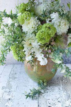 Wedding Bliss Simple Understated Wedding Nuptials| Serafini Amelia| Floral Inspiration| A beautiful flower arrangement