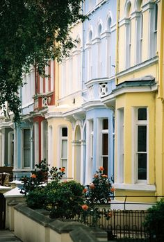 britain-land-of-hope-and-glory: englishsnow:   Notting HIll (by bendisdonc / Flickr)