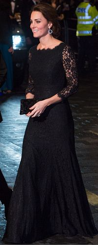 The Duke and Duchess of Cambridge stepped out for the annual Royal Variety Performance for the first time ever. Expectant mom Kate Middleton wore a black Diane von Furstenberg dress Nov 2014 Moda Kate Middleton, Style Kate Middleton, Estilo Real, Maternity Coat, Maternity Fashion, Maternity Style, Maternity Outfits, The Duchess, Duchess Of Cambridge