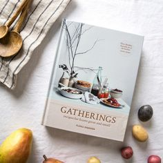 Flora Sheddon details easy no pressure meals for large or small groups in her new book Gatherings. This collection is a mixture of modern dishes, staple snacks, Sugar Free Desserts, Dessert Recipes, Magnolia Farms, Magnolia Market, Magnolia Homes, Cooking Jasmine Rice, Cranberry Muffins, Chip And Joanna Gaines, In Season Produce