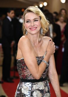Pin for Later: Zoom Sur les Looks Beauté du Met Gala Naomi Watts