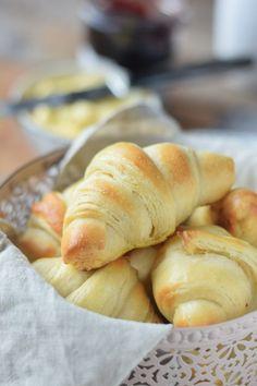 Joghurt Hörnchen zum Frühstück - Yogurt Breakfast Rolls #breakfast #food #rolls #yeastdough #butter #frühstück (4)