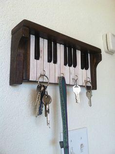 Se ha montado este piano para llaves de madera reciclada de palets. Fue cortado…
