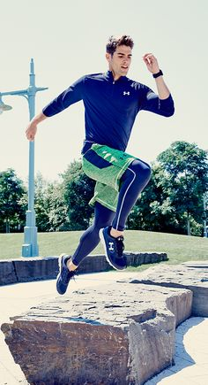 Under Armour helps you reach new heights with professional sportswear like pullover tops, shorts and leggings for cold weather training.