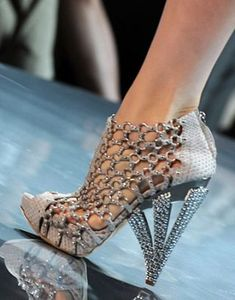 A First Look at Dior Haute Couture - Christian Dior Haute Couture, Fall J. - A First Look at Dior Haute Couture – Christian Dior Haute Couture, Fall John Galliano – - Hot Shoes, Crazy Shoes, Me Too Shoes, High Heels Boots, Shoe Boots, Shoes Heels, Shoes Sneakers, Pumps, Stilettos