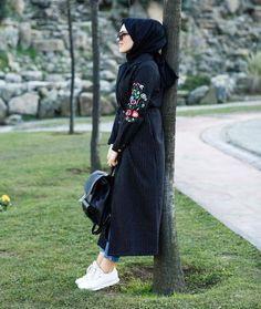 Cover urself n look trendy💝😘😍 Casual Hijab Outfit, Hijab Chic, Hijab Dress, Hijabs, Abaya Fashion, Fashion Outfits, Classy Street Style, Muslim Women Fashion, Modele Hijab