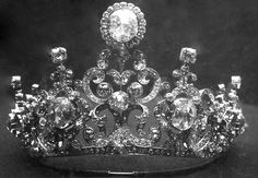 """The previously unseen smaller version of the Dutch Stuart Tiara, which apparently hasn't been worn in public ever ! (Queen Wilhelmina and Queen Juliana only wore it in the grandest version, with the Stuart diamond on top). Credits to """"Triple-A"""" from The Royal Order of Sartorial Splendor."""