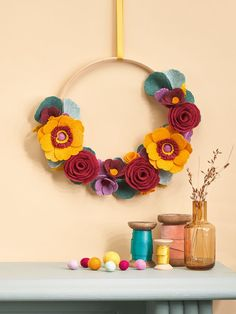 Make Hannah Kilby's floral felt wreath! Find the tutorial in issue 134 of Mollie Makes. #craft Felt Wreath, Diy Fall Wreath, Autumn Wreaths, Autumn Feeling, Mollie Makes, Autumn Aesthetic, Felt Diy, Autumn Inspiration, Crochet Necklace