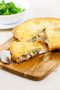 This mushroom chicken pie is classic, with crumbly shortcrust pastry and delicious fillings. Quiches, Turkey Recipes, Chicken Recipes, Christine's Recipe, Chicken And Mushroom Pie, Shortcrust Pastry, Empanadas, Love Food, Torte