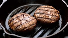 A Better Way to Cook Meat - Cooking meat at lower temperatures lowers your prostate cancer risk. Chefs, Beef Jerky Dehydrator, Beef Patty, Grill Pan, Health Tips, Grilling, Health Fitness, Snacks, Baking