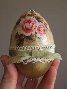 OWOCE MOJEJ WYOBRAŹNI Egg Crafts, Easter Crafts, Easter Tree, Easter Eggs, Decoupage, Easter Egg Designs, Diy Crafts For Gifts, Egg Art, Egg Decorating